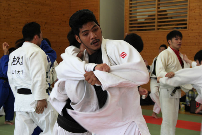 Joint Judo training between Thailand National Team and YU Judo Club